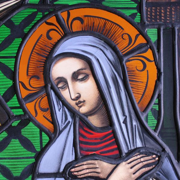 01.09.2014 – Emeringen, kath. Kirche, die restaurierten Glasmalereifenster